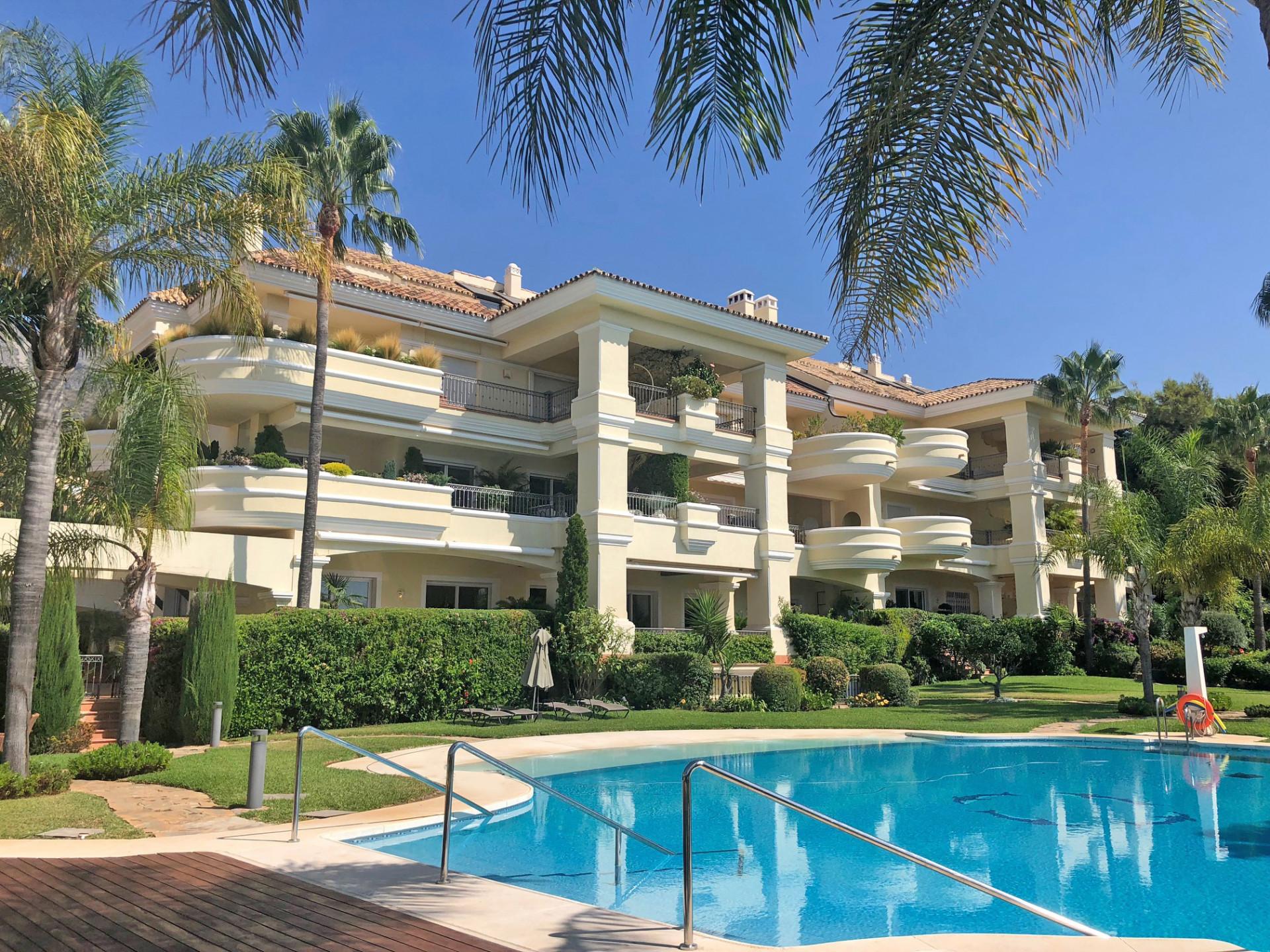 ARFA1271 - Elegante Wohnung in Luxusanlage zum Verkauf mit  Meersicht in Altos Reales Marbella Goldene Meile