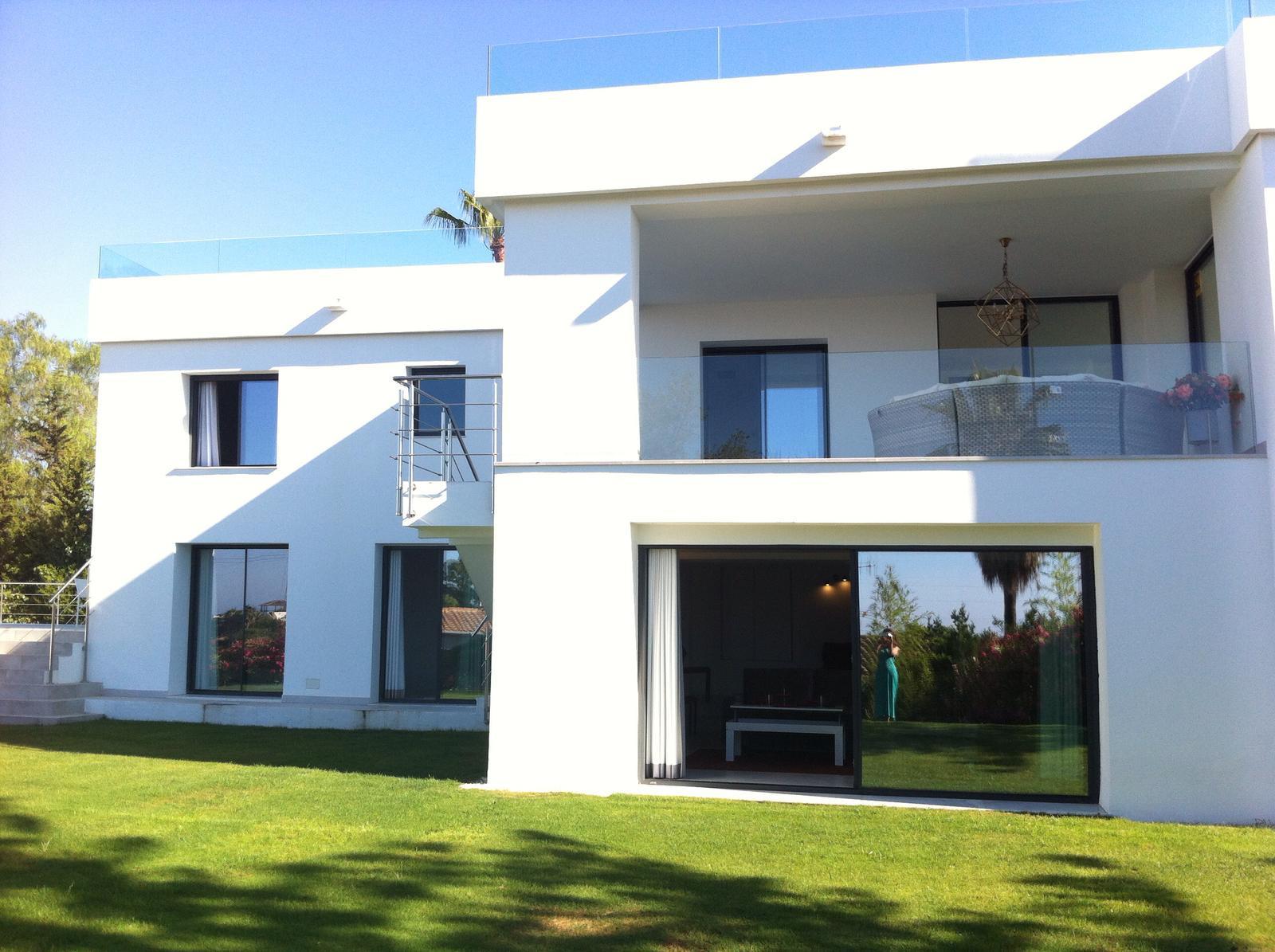 ARFV2073 - Schlüsselfertige moderne Villa in Nueva Andalucia in Marbella im Verkauf