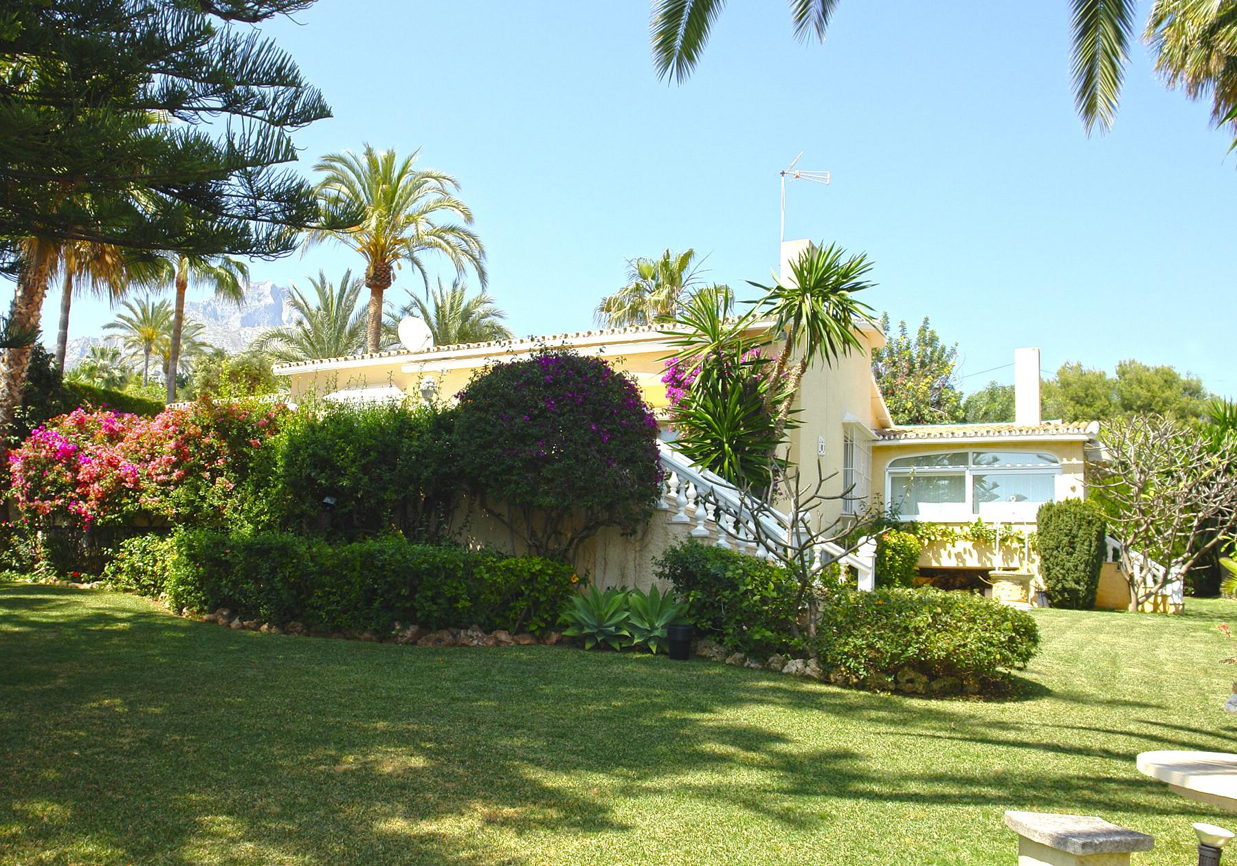 ARFV2083 - Elegante Villa in Rocio de Nagueles in Marbella zum Verkauf