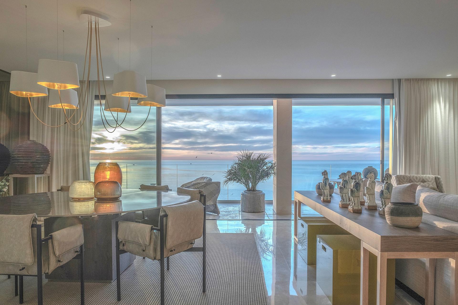 ARFA1322 - Komplett möblierte Wohnung direkt am Strand in Estepona Stadt zu verkaufen