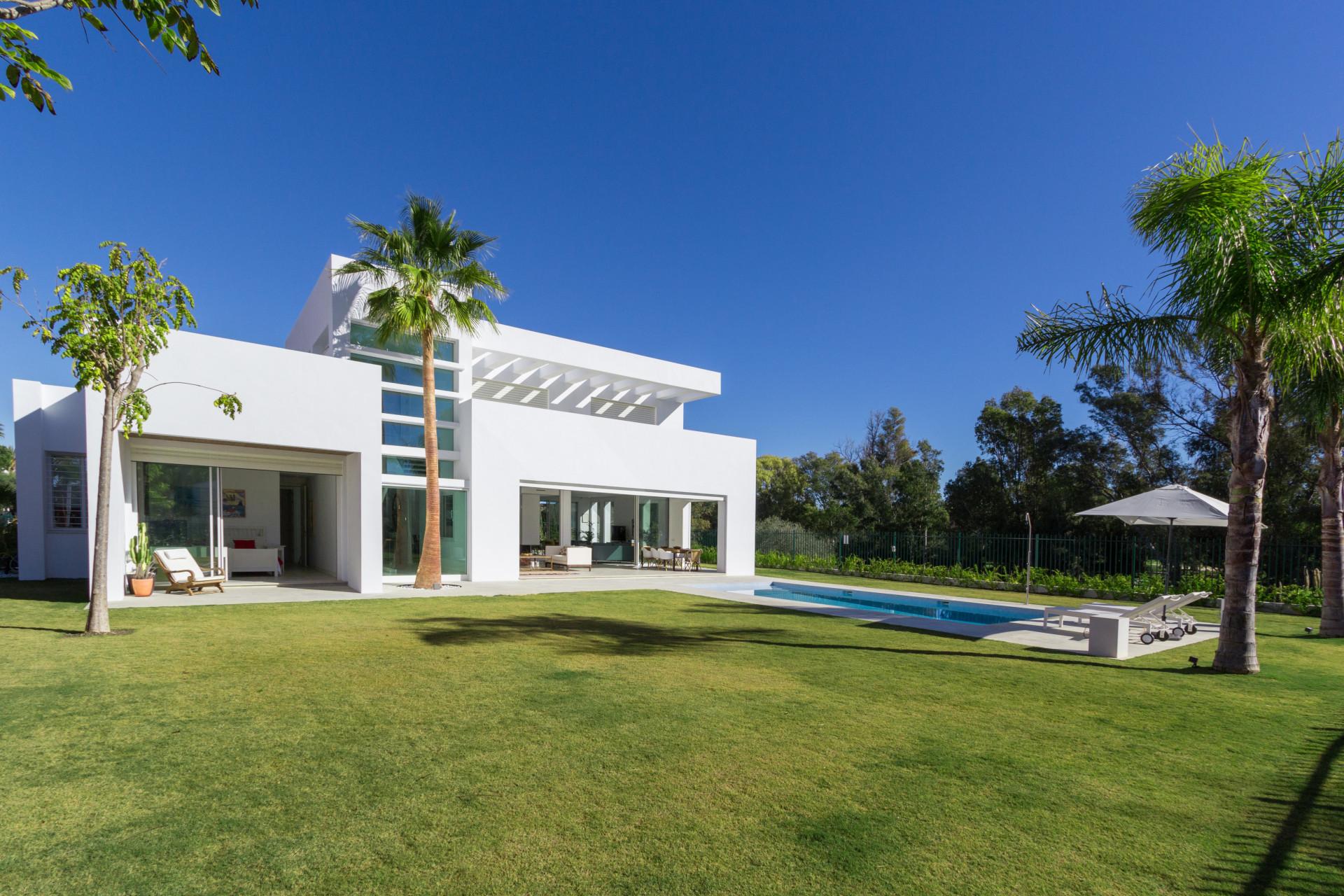 ARFV2032 - Neubau Villa in Casasola in San Pedro de Alcantara zum Verkauf
