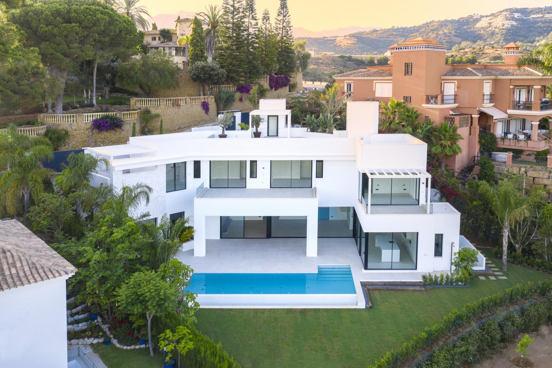 ARFV2193 Neue moderne Villa zum Verkauf in Rio Real, Marbella mit spektakulärem Meerblick