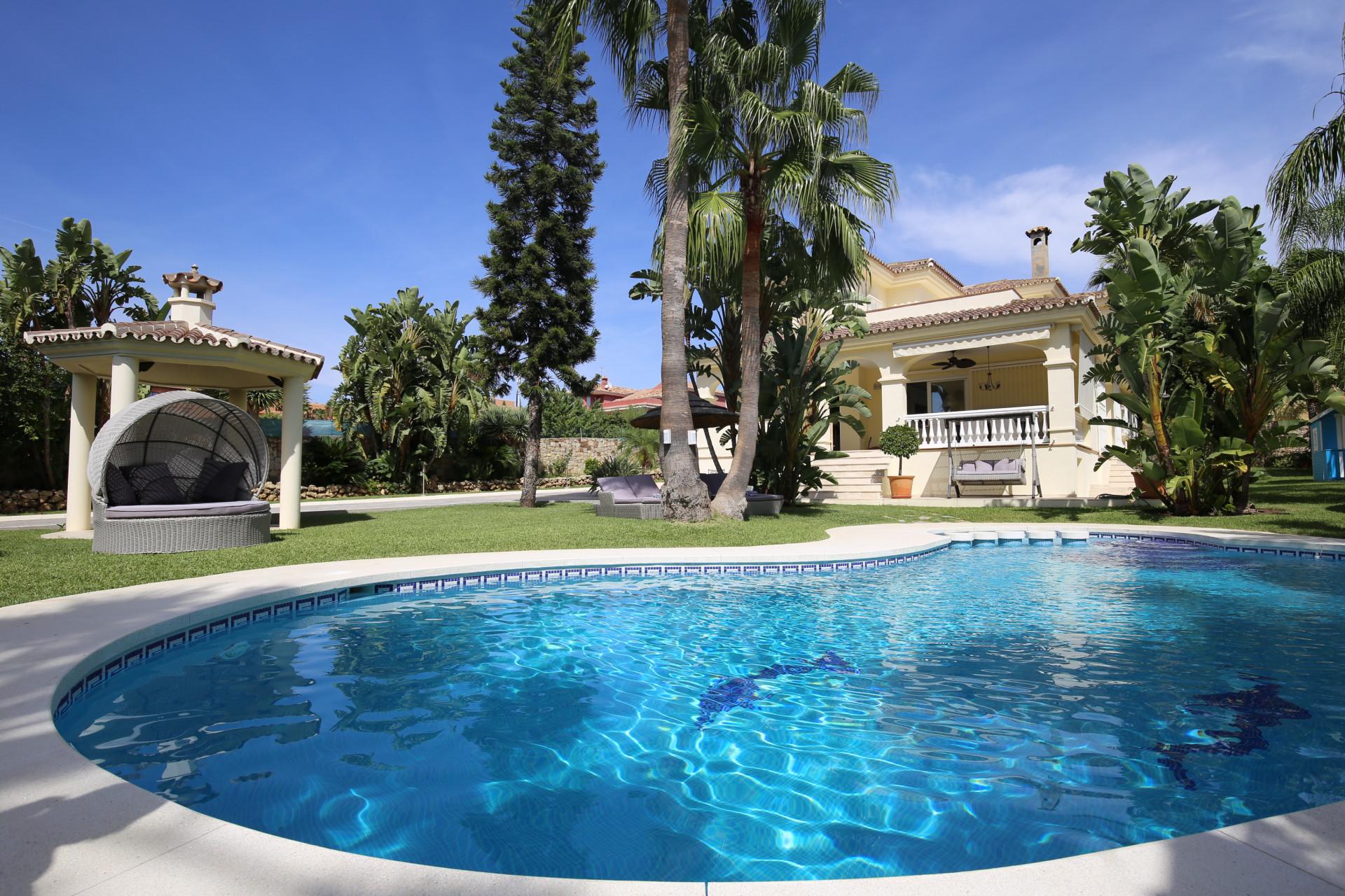 ARFV2195 Elegante Villa mit modernen Elementen an der Neuen Goldenen Meile