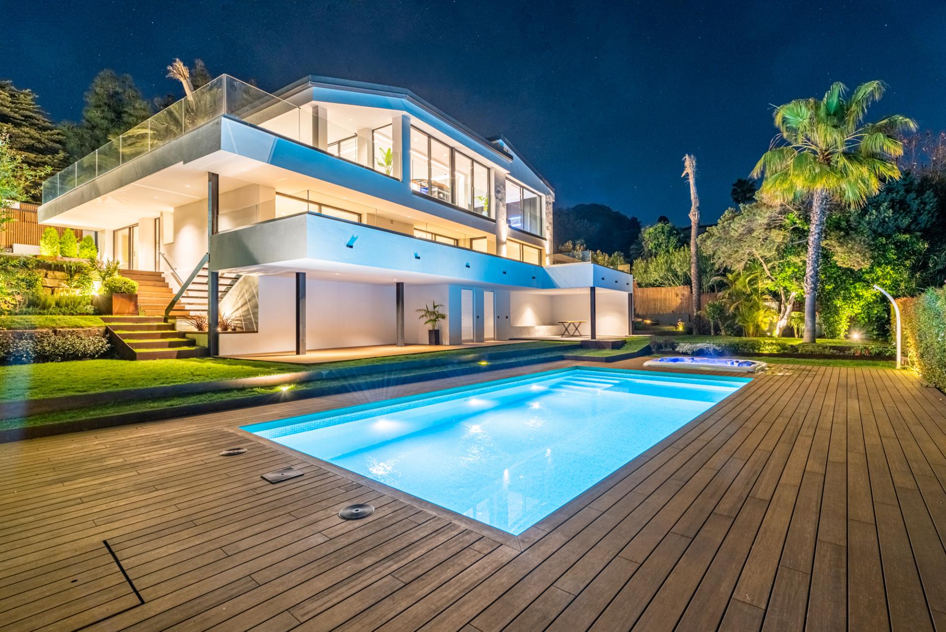 ARFV2196 Neue Villa am Strand mit Panoramablick auf das Meer in Marbesa in Marbella zu verkaufen
