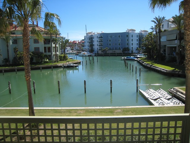 A spacious south facing apartment in the Marina. - Sotogrande Apartment