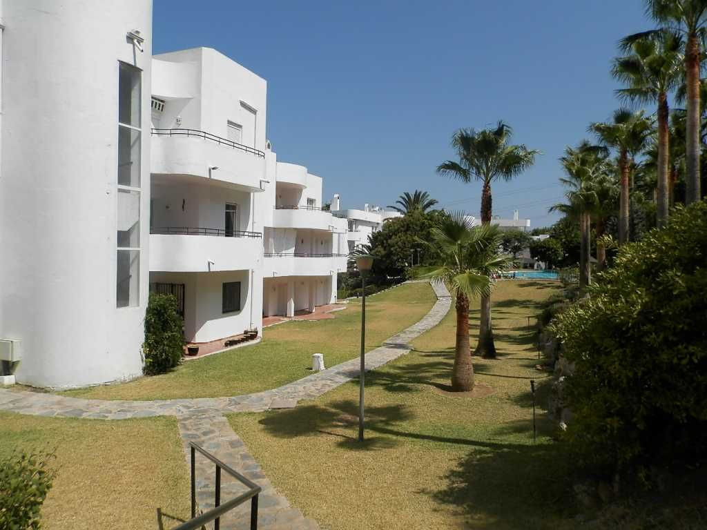 Ground Floor Apartment for sale in Estepona Golf, Estepona