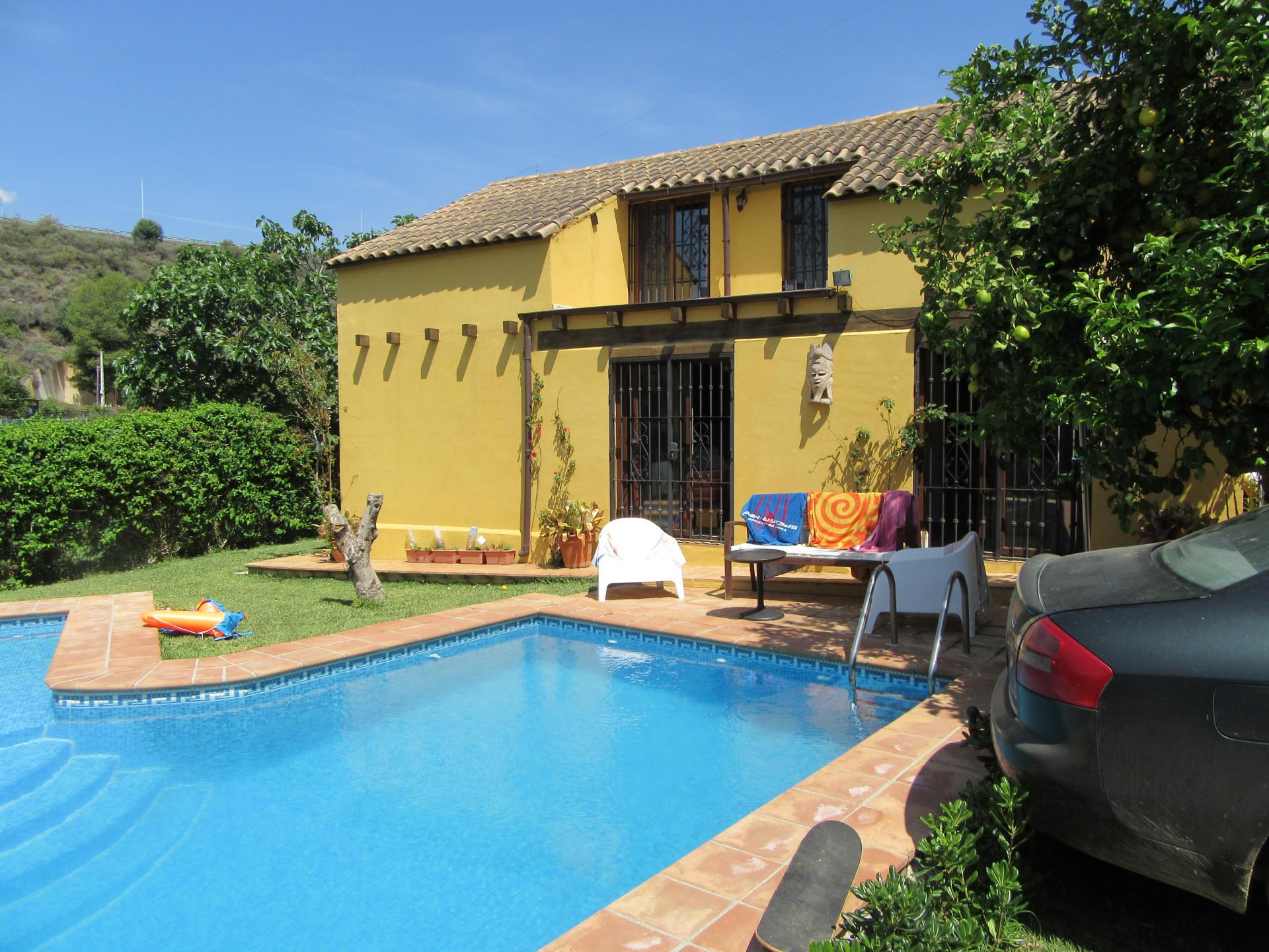 Villa for sale in La Alberdina, Estepona