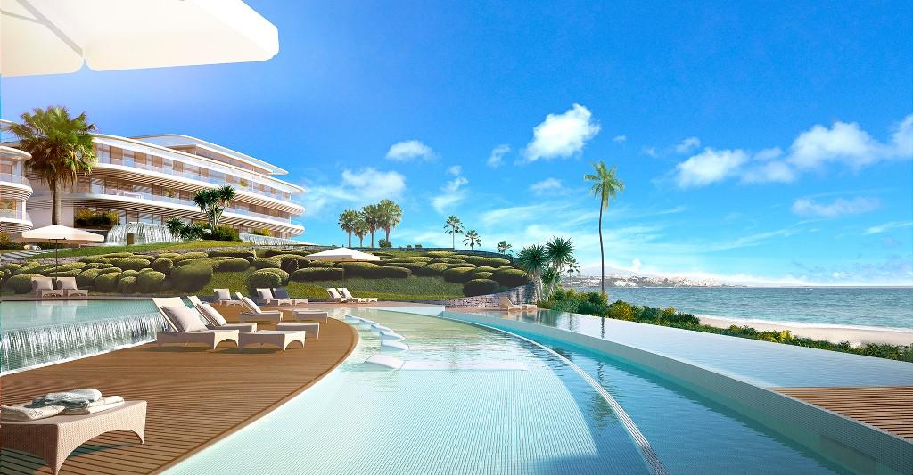 Villa for sale in Estepona Playa, Estepona