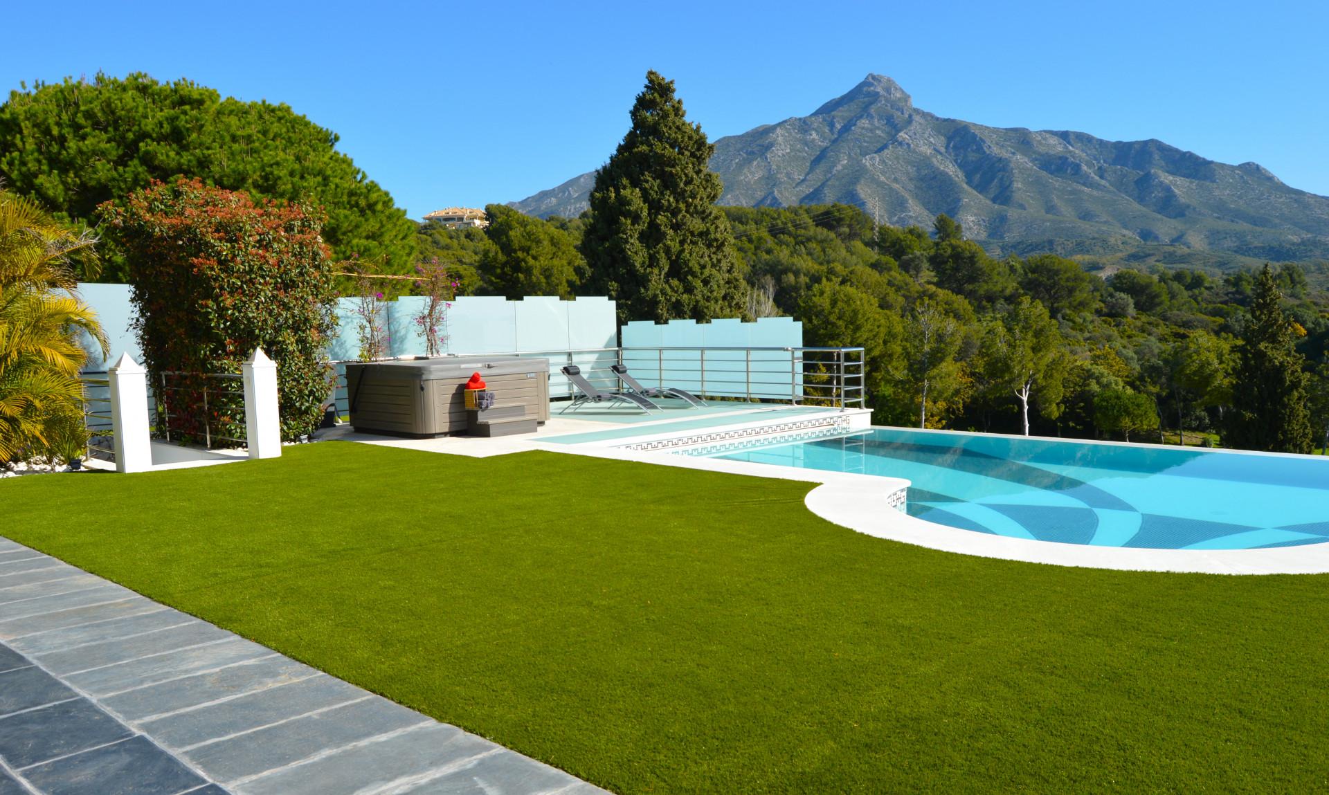 Stunning Frontline Golf Villa in Nueva Andalucia