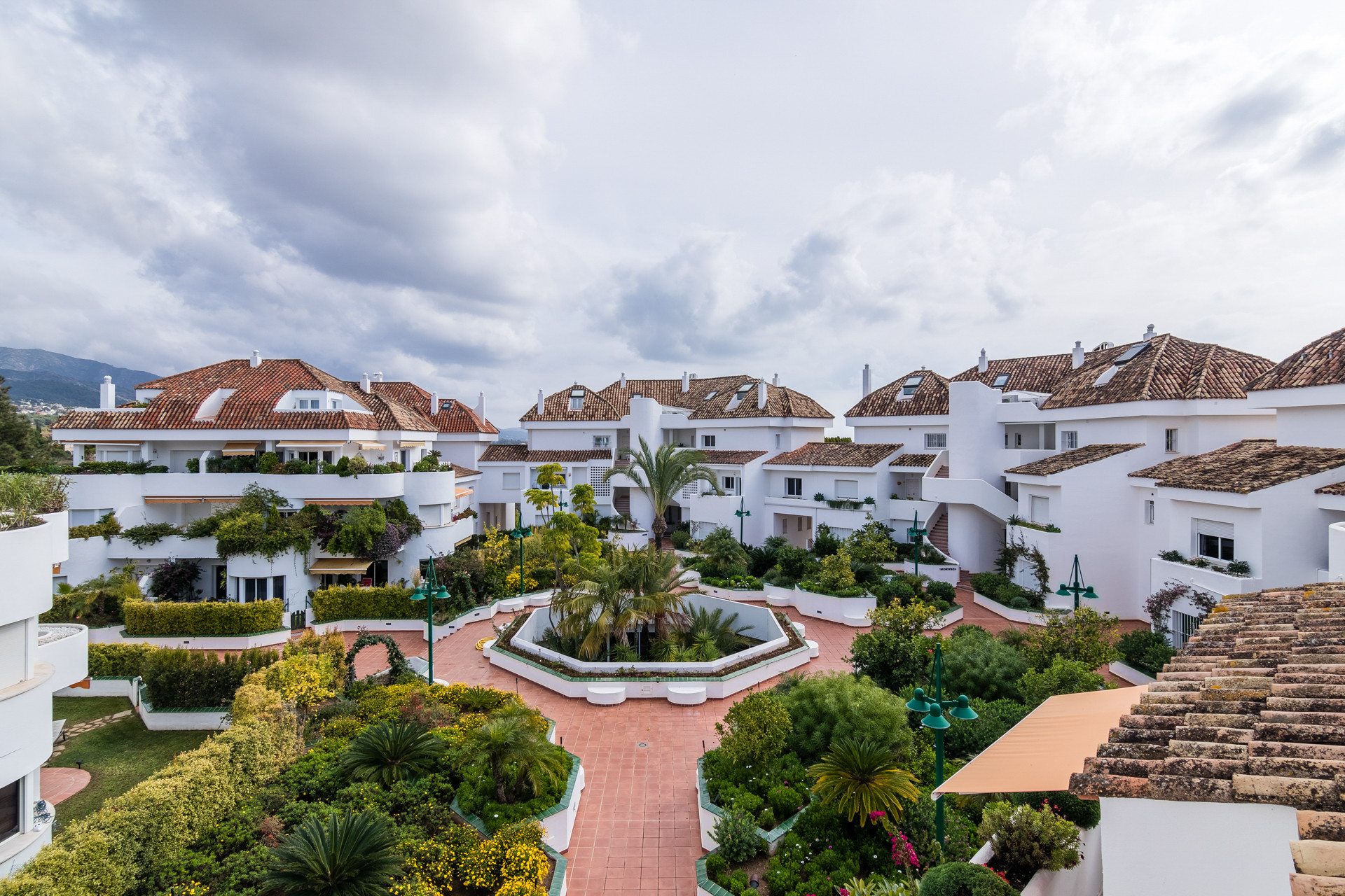 Golden Mile Exclusive listing: 260m2 Duplex penthouse with sea views in Marbella Golden Mile
