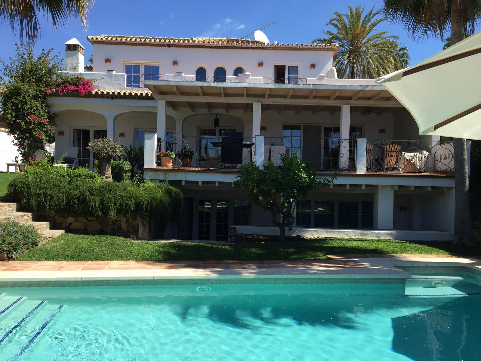 Cosy family home in quiet residential area in Nueva Andalucia