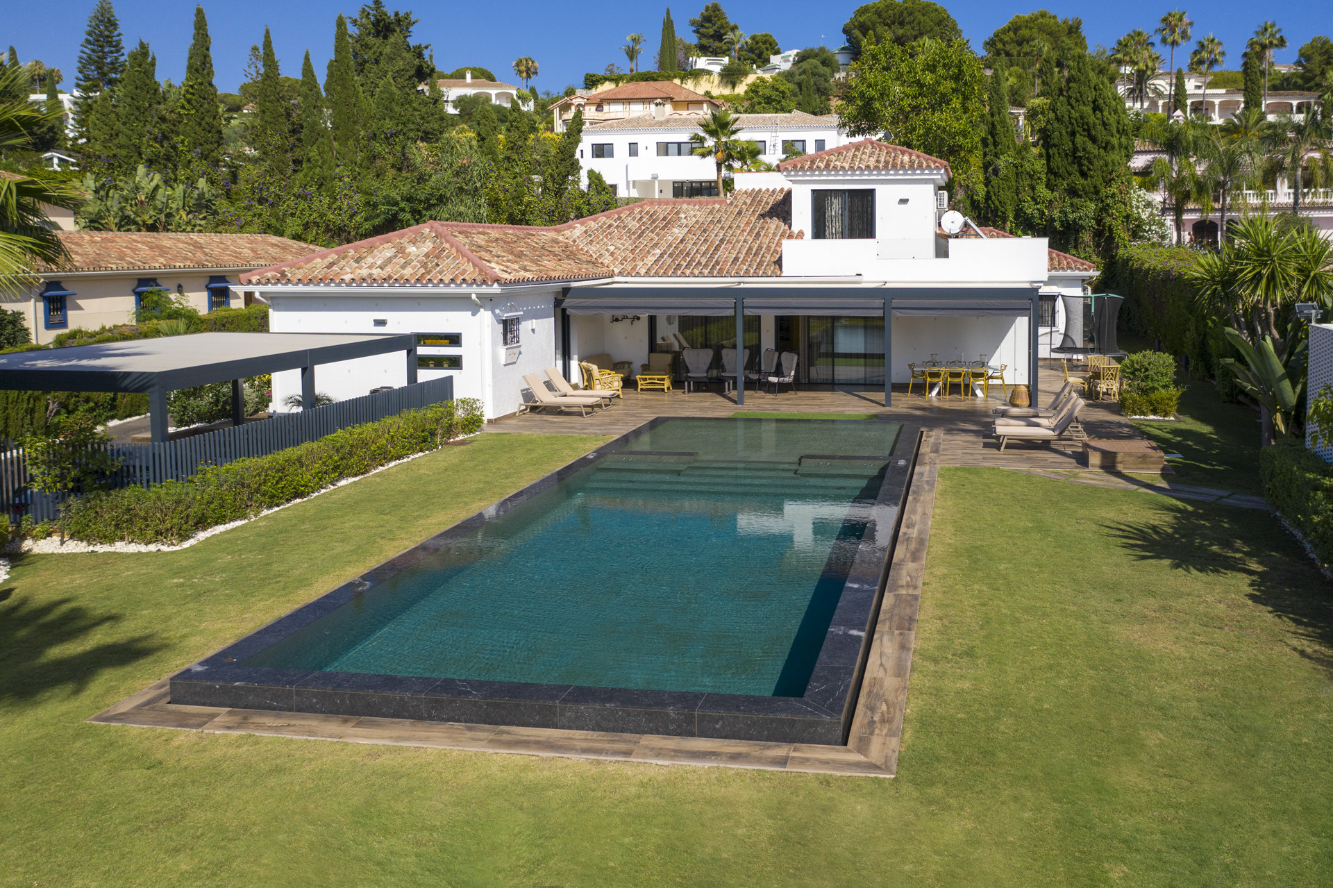 Villa for sale in <i>El Paraiso, </i>Estepona