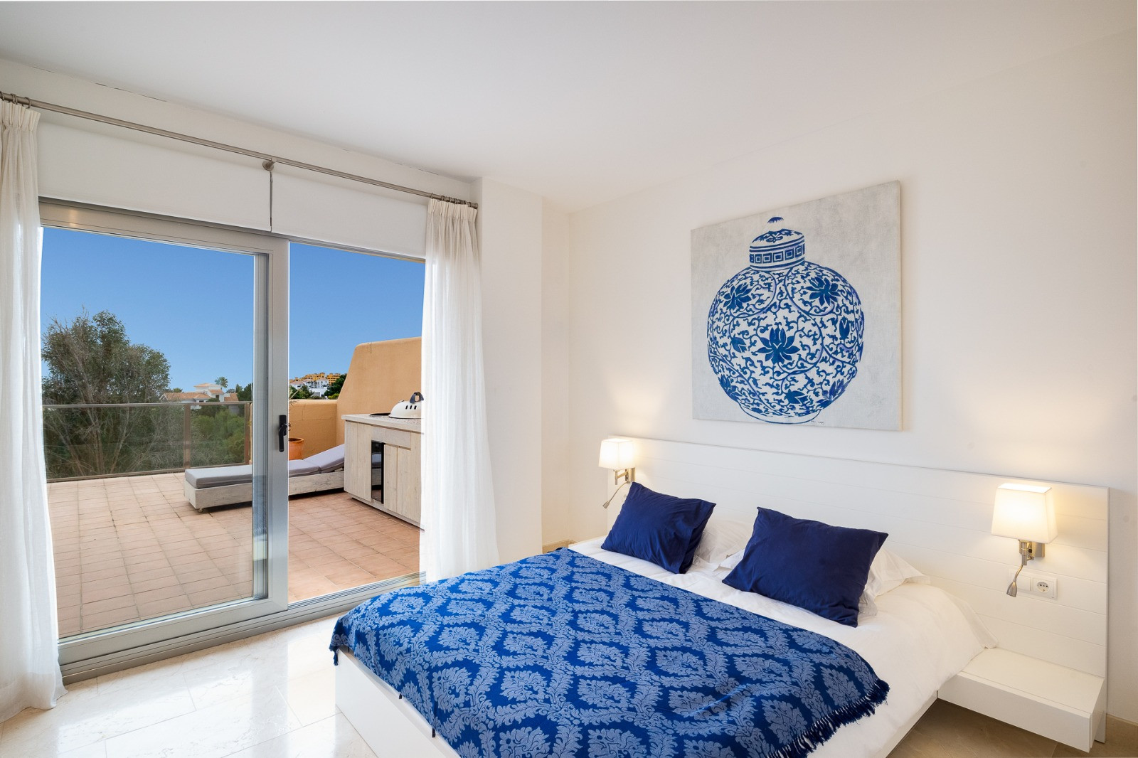 Nice apartment in Golf resort with sea views in Estepona