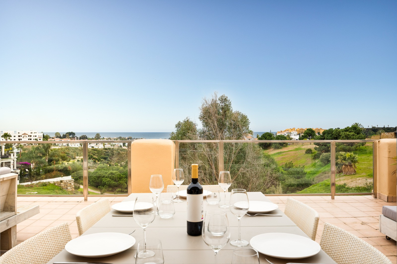 Penthouse for sale in <i>La Resina Golf, </i>Estepona