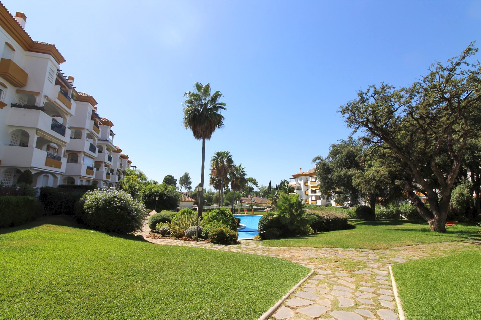 Duplex Penthouse for sale in <i>Los Pinos de Nagüeles, </i>Marbella Golden Mile
