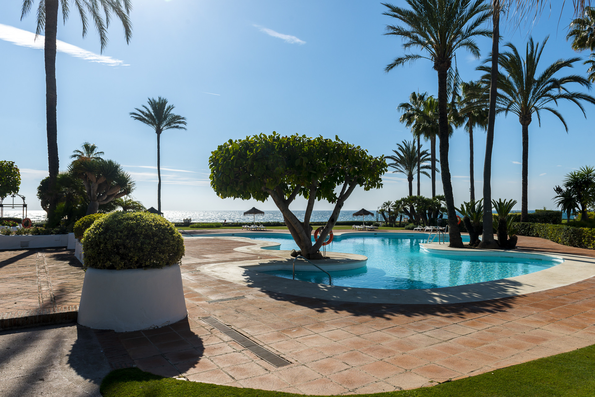 Duplex Penthouse for sale in <i>Alcazaba Beach, </i>Estepona