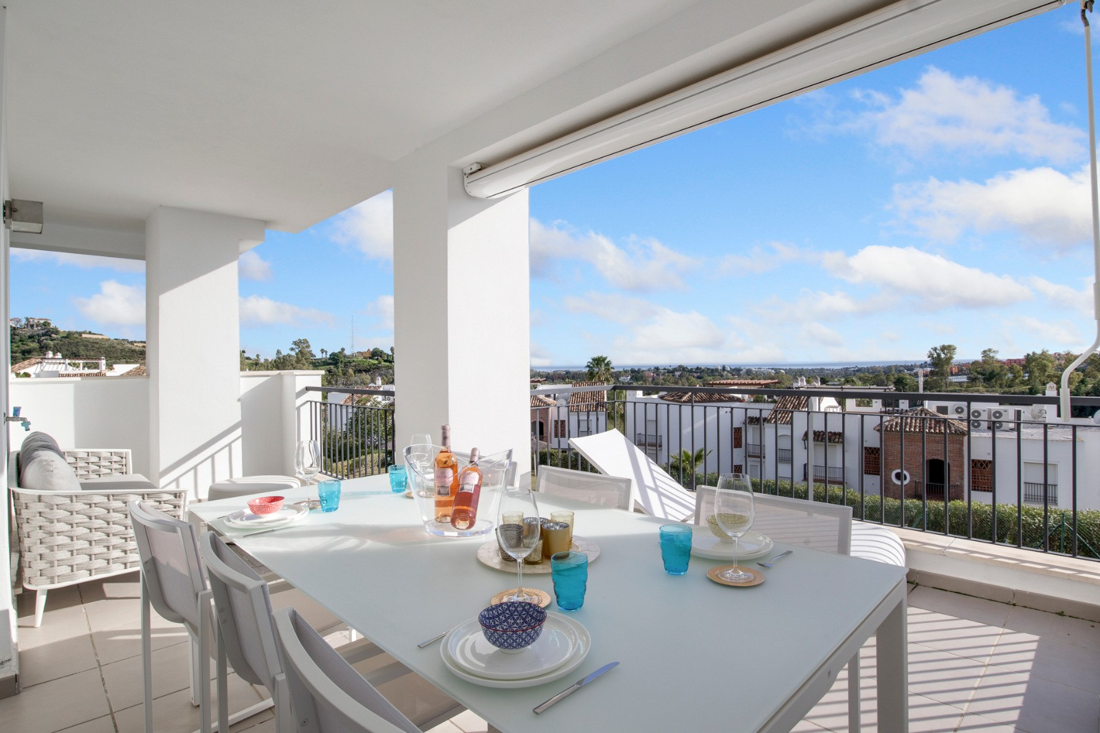 Apartment for sale in <i>Los Arqueros, </i>Benahavis