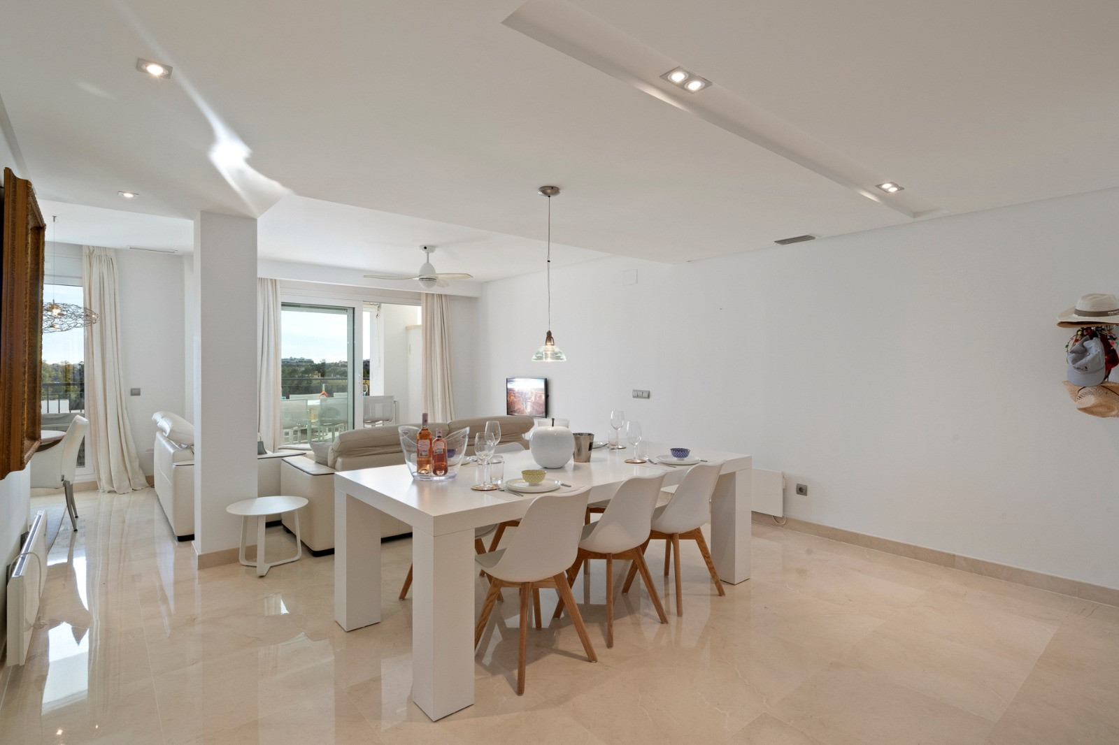 Superb first floor apartment with open views in Benahavis