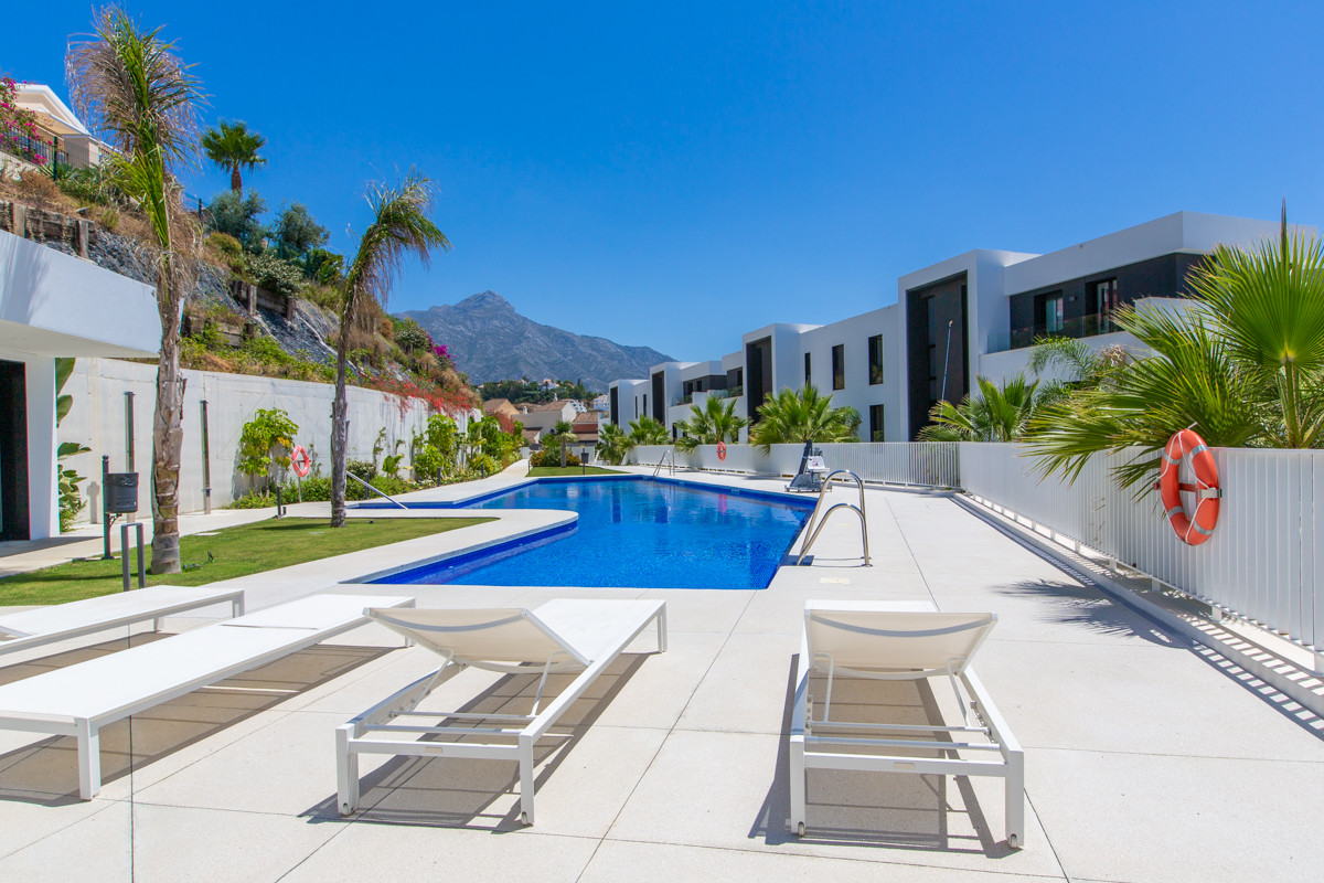 Apartment for sale in <i>Azahar de Marbella, </i>Nueva Andalucia