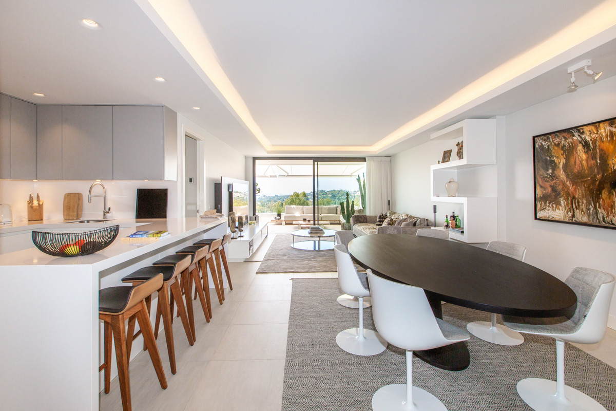 Spectacular contemporary apartment with sea views in Nueva Andalucia