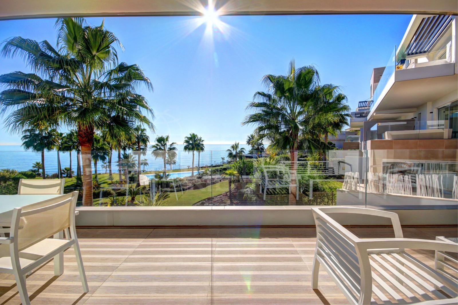 Front line beach apartment in Estepona in Estepona