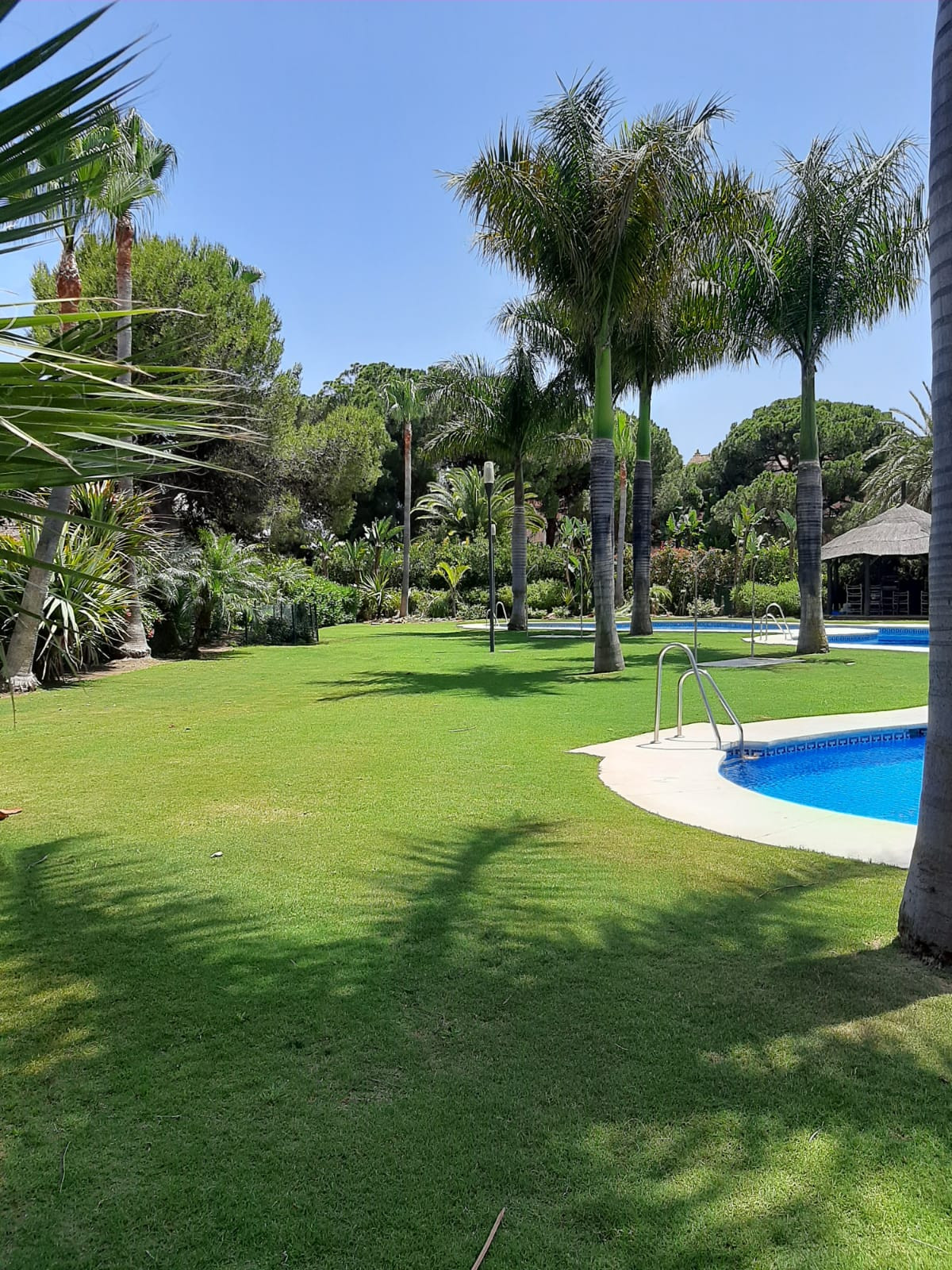 Nice beach side apartment close to all amenities in Marbella