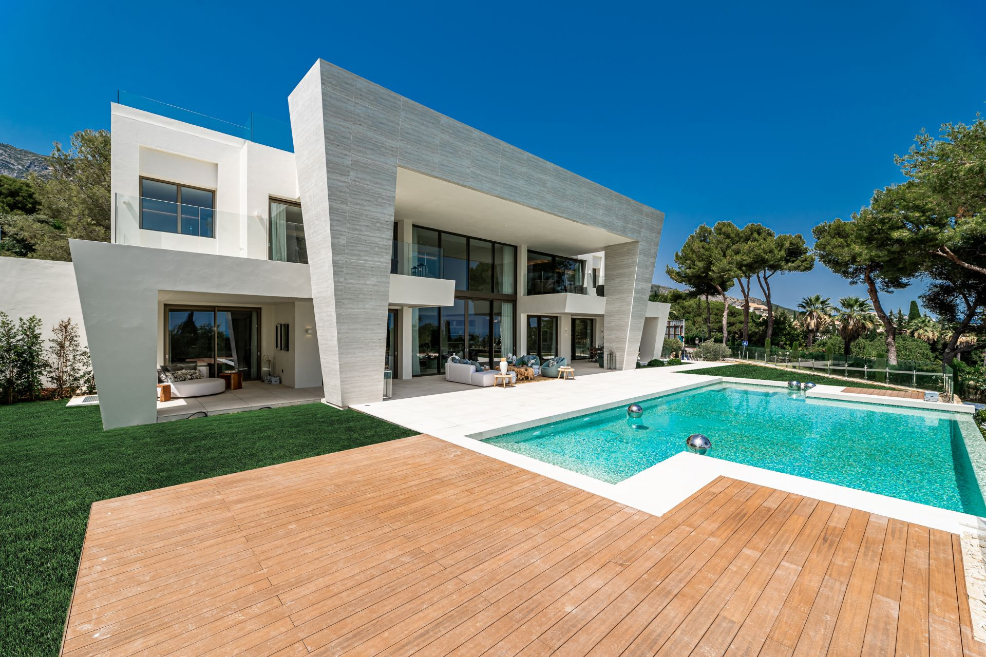 Villa for sale in <i>Sierra Blanca, </i>Marbella Golden Mile