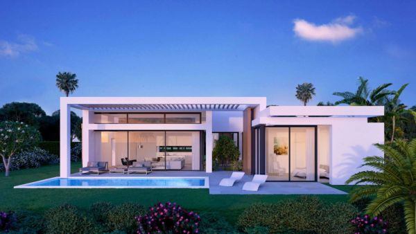 Villa for sale in <i>, </i>Estepona