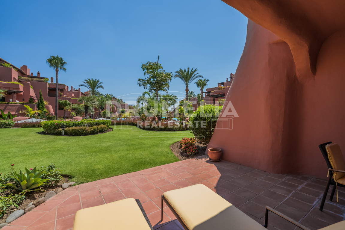 Estepona, Elegant Ground Floor Apartment at the Sea, Torre Bermeja, Estepona