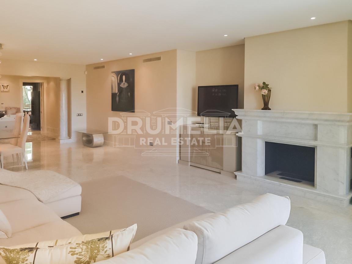 Marbella East, Exceptional Luxury Apartment, Los Monteros Playa, Marbella East (Marbella)