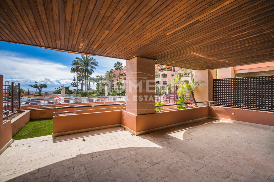 Marbella - Puerto Banus, Exclusive Frontline Beach Garden Level Apartment in Malibu, Puerto Banus (Marbella)
