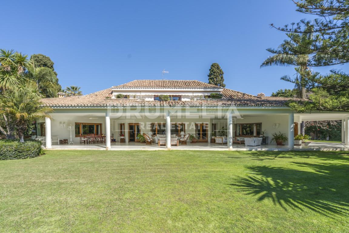 San Pedro de Alcantara, Outstanding Classic Villa in Guadalmina Baja, San Pedro de Alcantara with the option to buy the adjacent plot