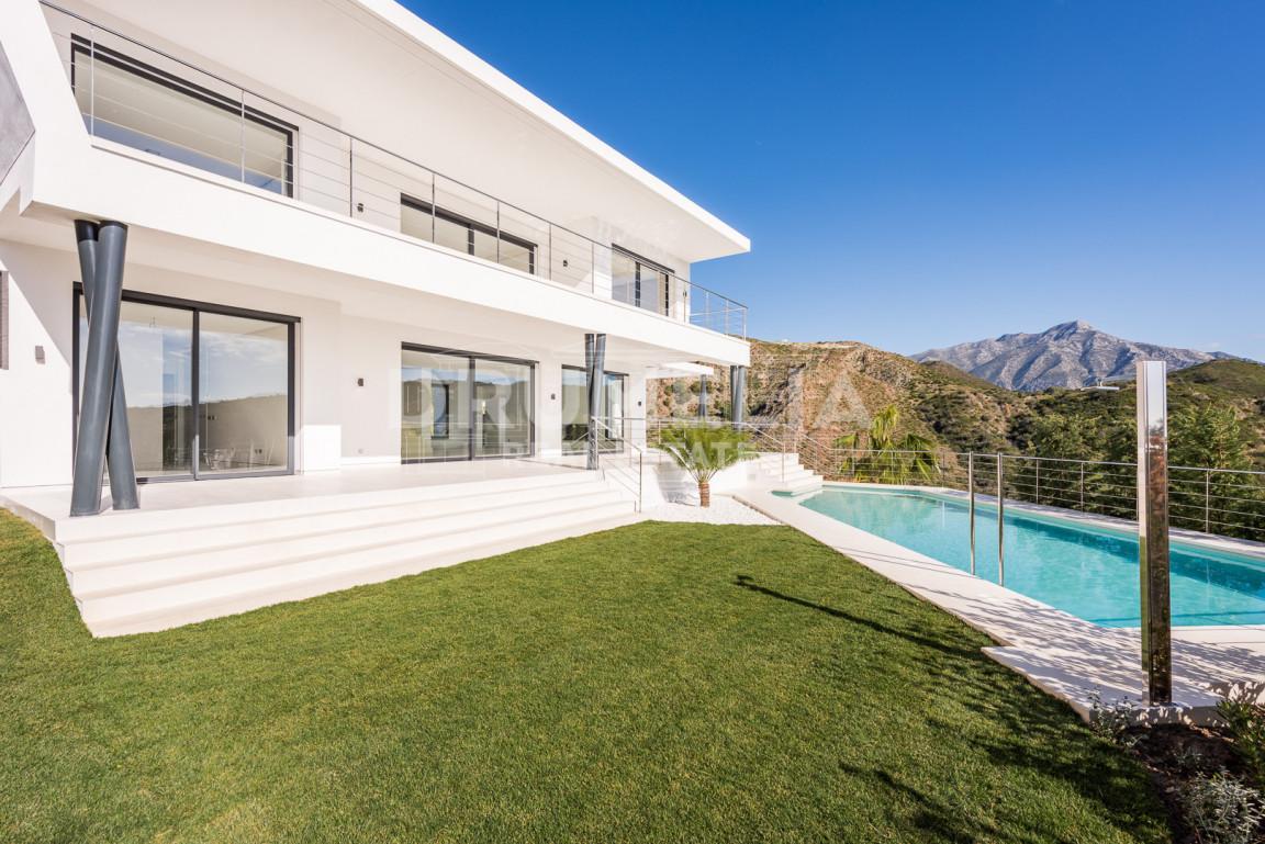 Benahavis, Superb Contemporary Villa in Lomas de La Quinta, Benahavis
