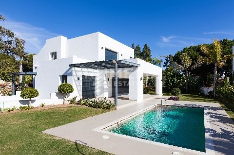 Benahavis, Fashionable Contemporary Style Villa, New Golden Mile, Benahavis