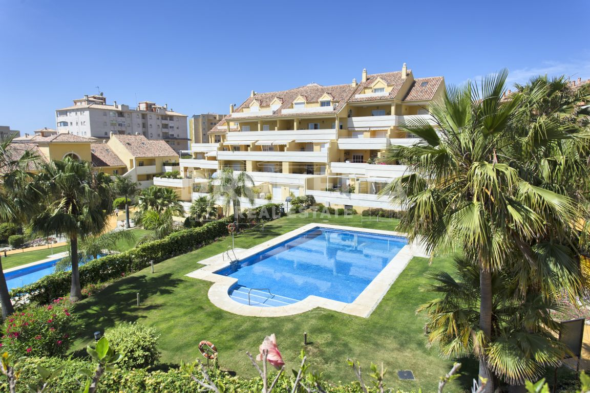 Estepona, Attractive Modern Mediterranean Penthouse with Sea Views, Estepona.