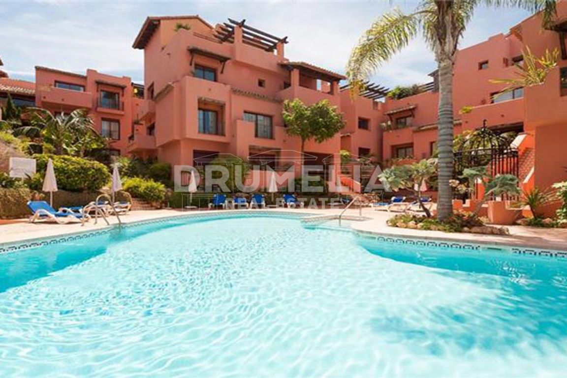 Marbella East, Beautiful Frontline Beach Penthouse in Jardines de Don Carlos, Elviria, Marbella East (Marbella)