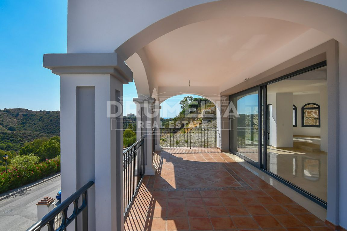 Nueva Andalucia, Charming White Villa with Panoramic Views, Nueva Andalucía, Marbella