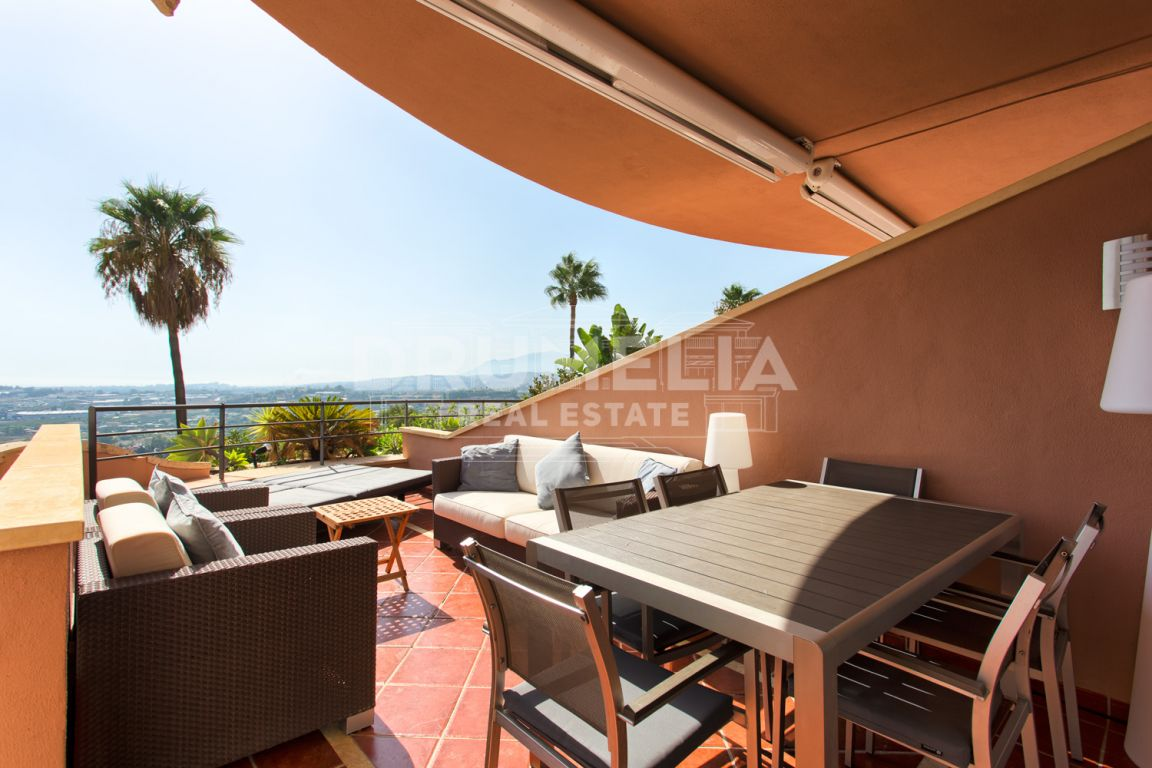 Nueva Andalucia, Magnificent Front Golf Luxury Apartment in Magna Marbella, Nueva Andalucia (Marbella)