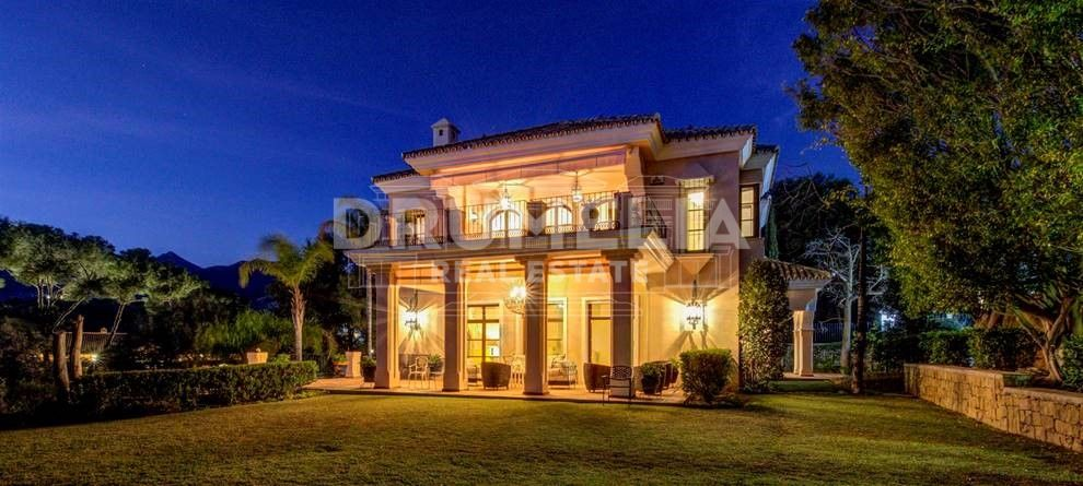 Great villa in a prestigious area next to Rio Real golf course