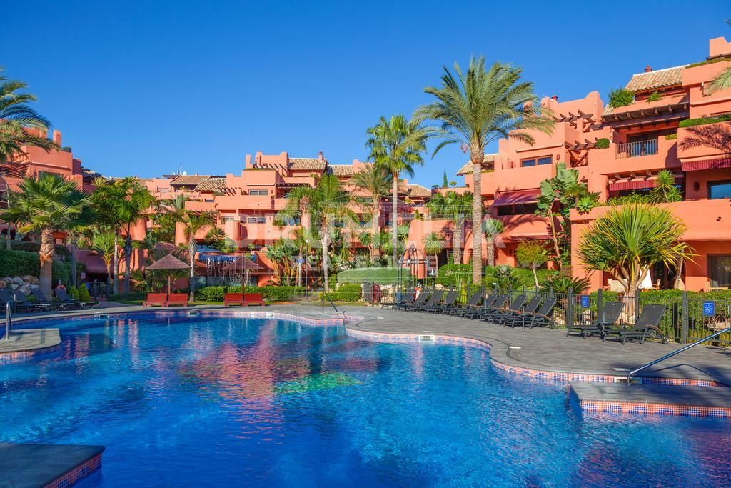 Fabulous Beachfront Luxury Apartment, Torre Bermeja, New Golden Mile, Estepona
