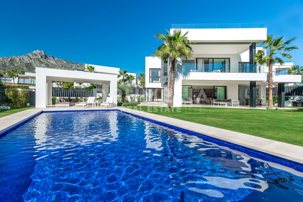 Marbella Golden Mile, Remarkable Modern Luxurious Villa, Altos de Puente Romano, Golden Mile, Marbella.