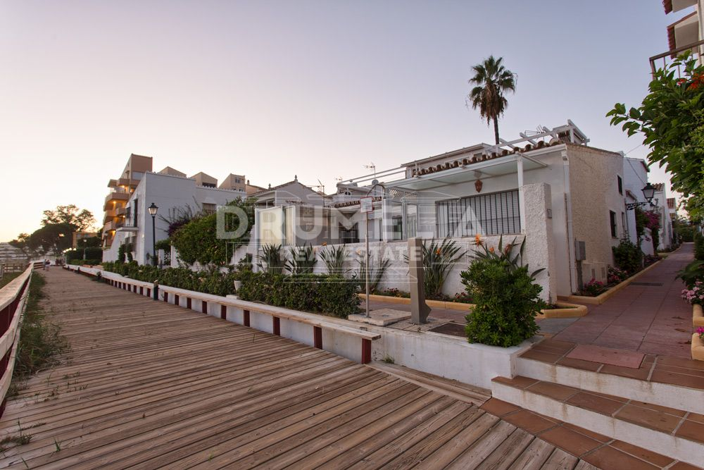 Attractive Frontline Beach Townhouse, Estepona Playa, Estepona