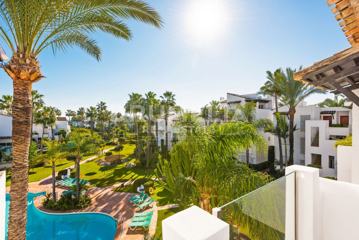 Fabulous Frontline Beach Modern Apartment, Costalita del Mar, Estepona