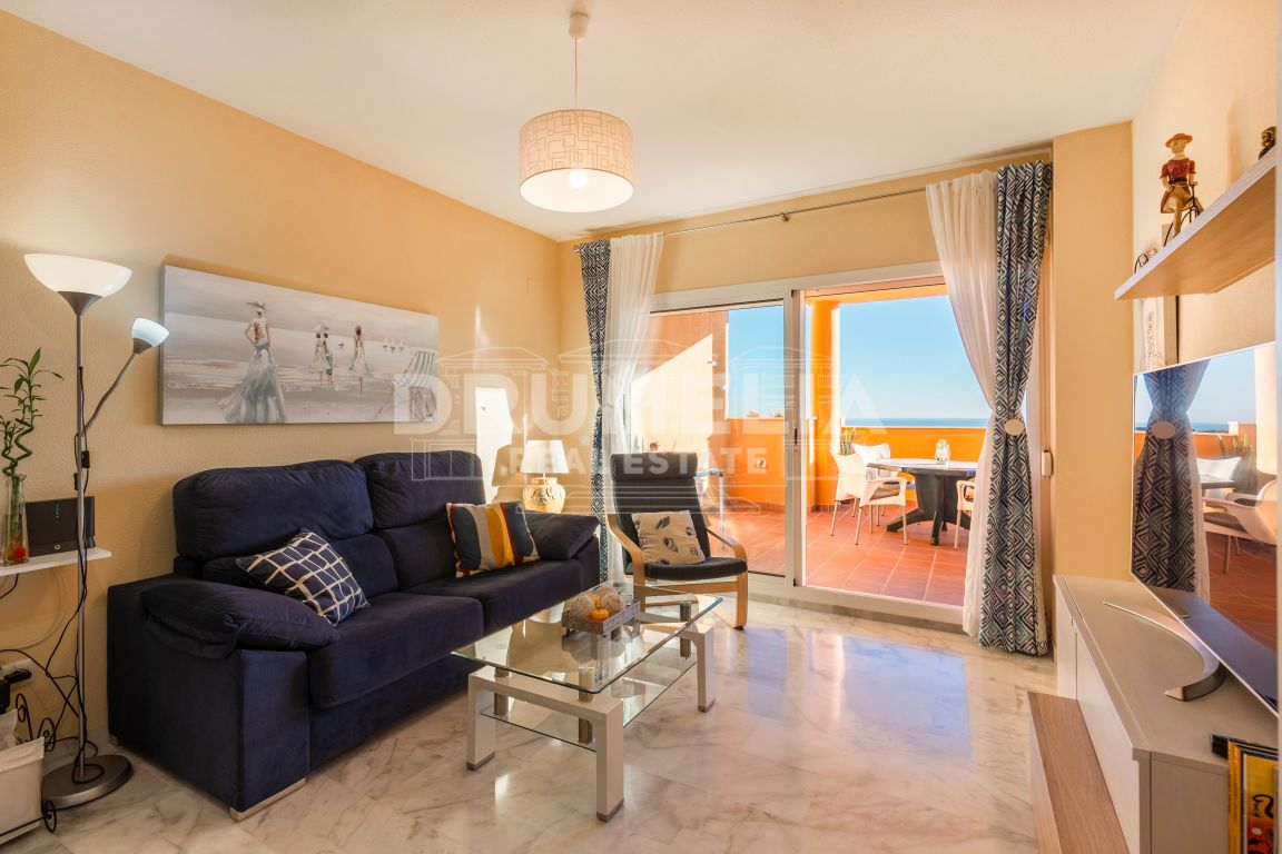 Marbella East, Fabulous Apartment with Panoramic Views and Opportunity, La Reserva de Marbella, Marbella East (Marbella).