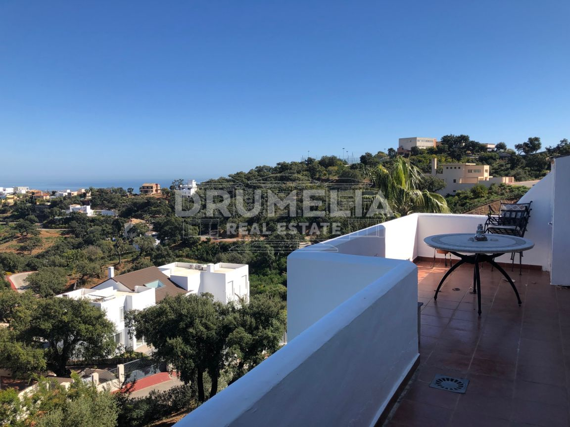 Marbella East, Attractive Apartment with Stunning Panoramic Views in La Mairena, Marbella East (Marbella).