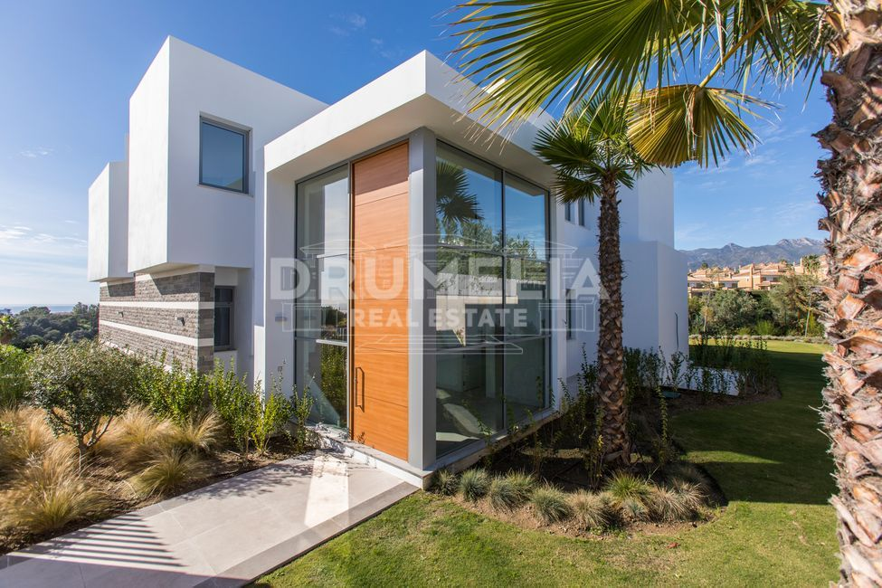 Brand-New Stylish Modern Designer Luxury Villa, Santa Clara Golf, Marbella East (Marbella).