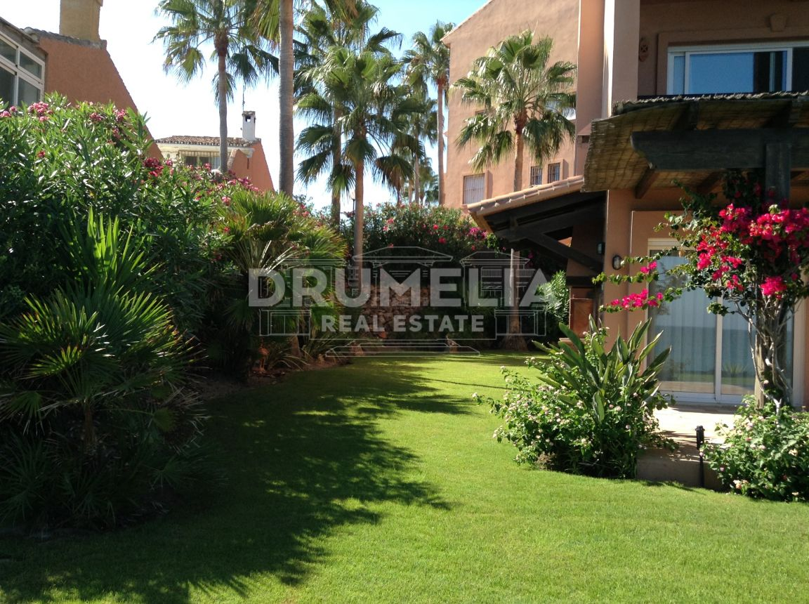 Estepona, Luxurious Beachfront Townhouse in Estepona