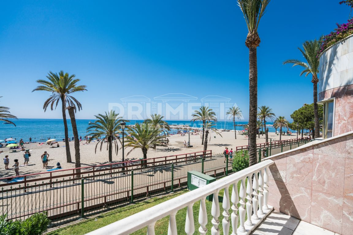 Marbella - Puerto Banus, Striking, One of a Kind Frontline Beach, Ground Floor Luxury Duplex in Gray D'Albion, Marbella - Puerto Banus (Marbella).