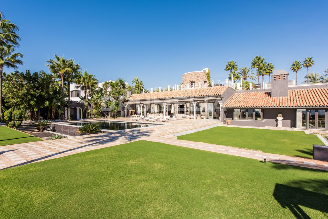 Marbella East, Breathtaking Seaside Villa in Los Monteros Playa, Marbella East