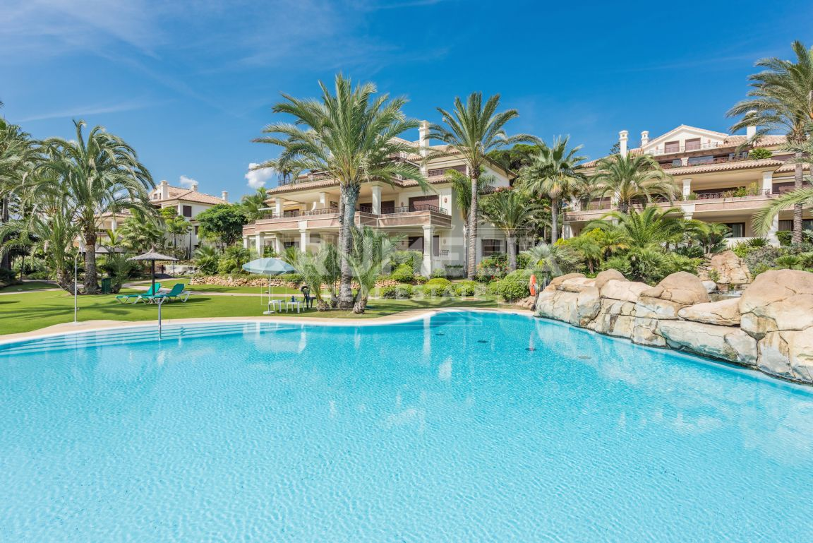 Marbella East, Fabulous Apartment in Los Monteros Playa, Marbella East